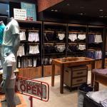 Montagem de loja de roupas