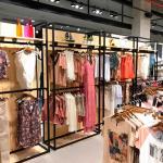 Móveis e acessórios para lojas